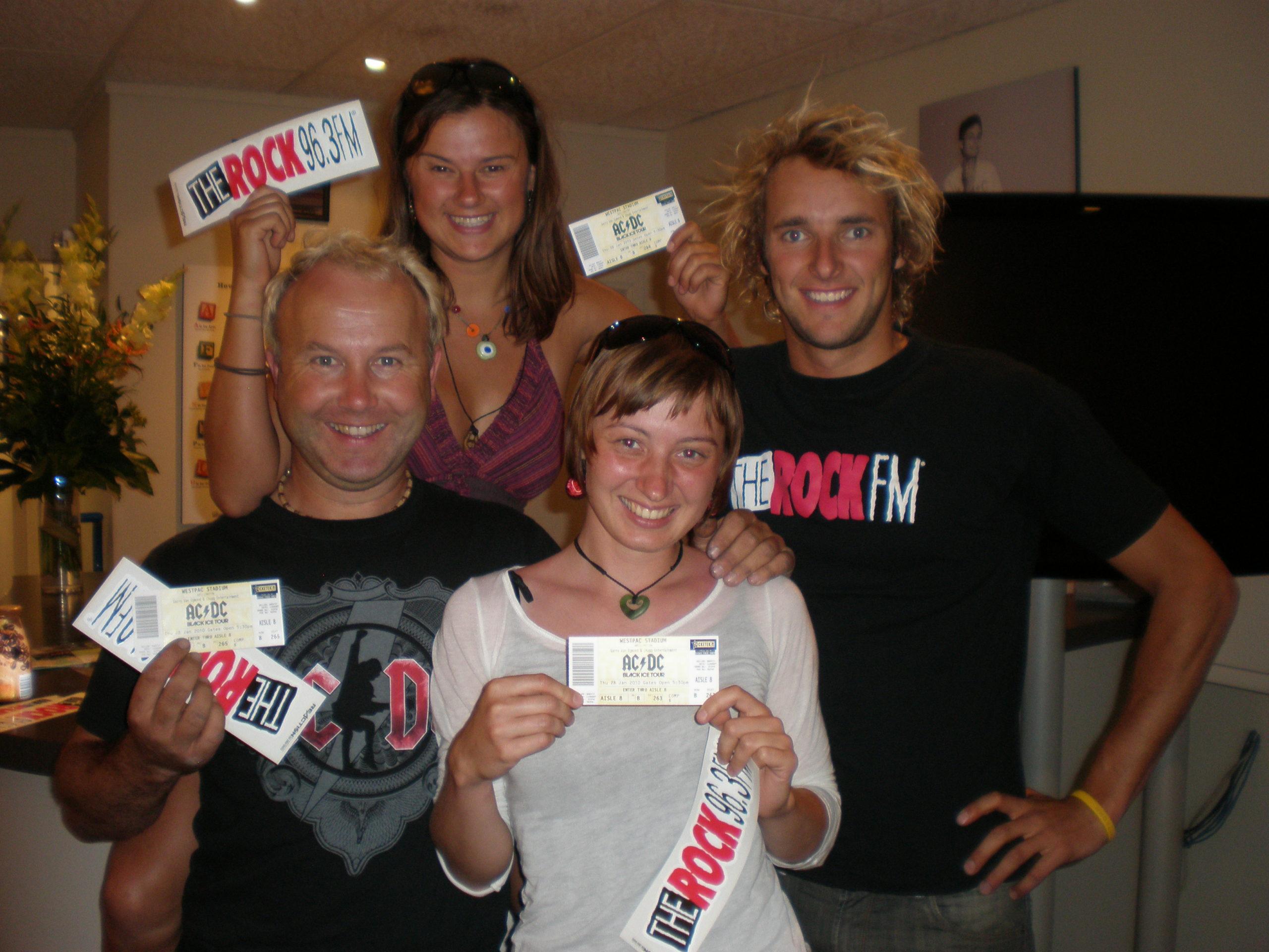 AC/DC w Nowej Zelandii – jak wygrać bilet na koncert sprzątając stajnię?